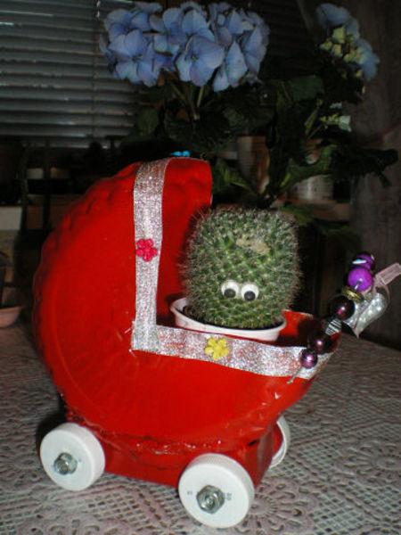 кашпо коляска для цветов из пластиковой бутылки,мастер класс,украшение приусадебного участка,кашпо своими руками,кашпо для цветов из пластиковой тары,мк,оригинальное кашпо,коляска для детей