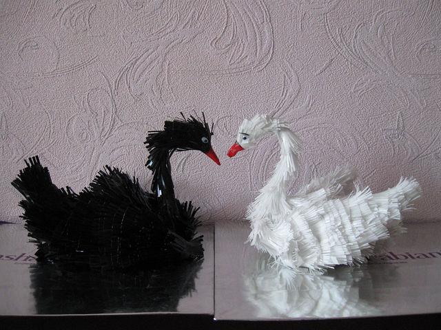 лебедь из пакетов,мастер класс,мк.садовая фигура,своими руками,лебедь из покрышки,лебедь для сада из полителена,украшение приусадебного участка,птицы из полителеновой пленки,лебедь из шины,кашпо для цветов,идеи для дачи,как делать лебедя