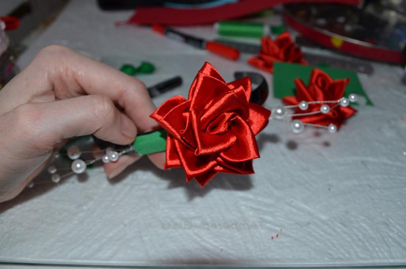 ободок с розами из атласных лент,мастер класс,мк, ободок для девочки,роза из атласных лент, цветы из лент, цветы из ткани, украшения для волос, канзаши, цветы своими руками, атласная розочка, украшения своими руками