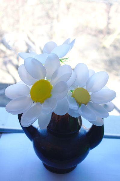 ромашки из пластиковых ложек,мастер класс, мк, своими руками, цветы из пластиковых ложек, цветы из пластика, для сада, обустройство приусадебного участка, весенние цветы, 8 марта, идеи для дачи, поделки из одноразовой посуды, поделки из одноразовых ложек