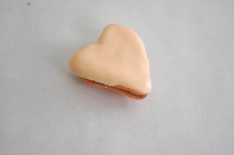 глины,мастер класс,мк,сладости из термопластики,еда,полимерная глина,печенье в форме сердце,лепить сладости,бижутерия,своими руками,подарки,термопластика