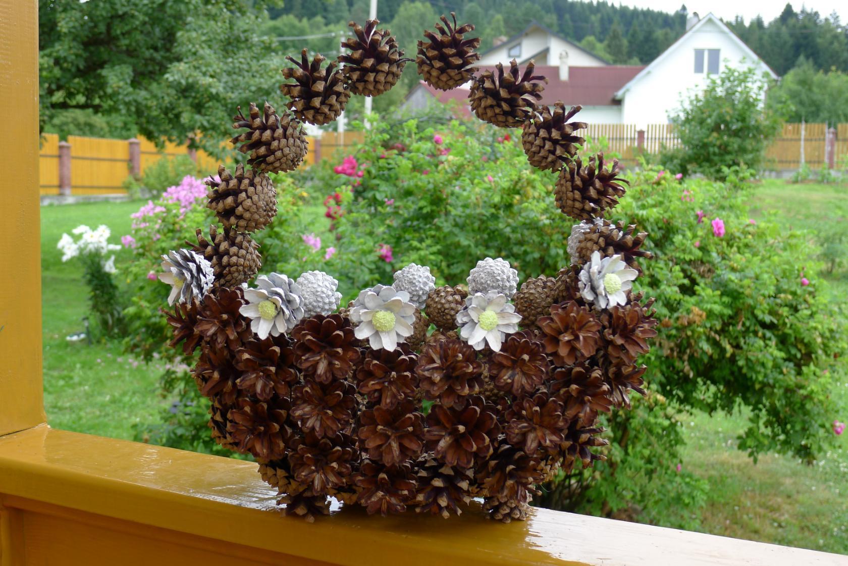 Поделки осень в детский сад из шишек